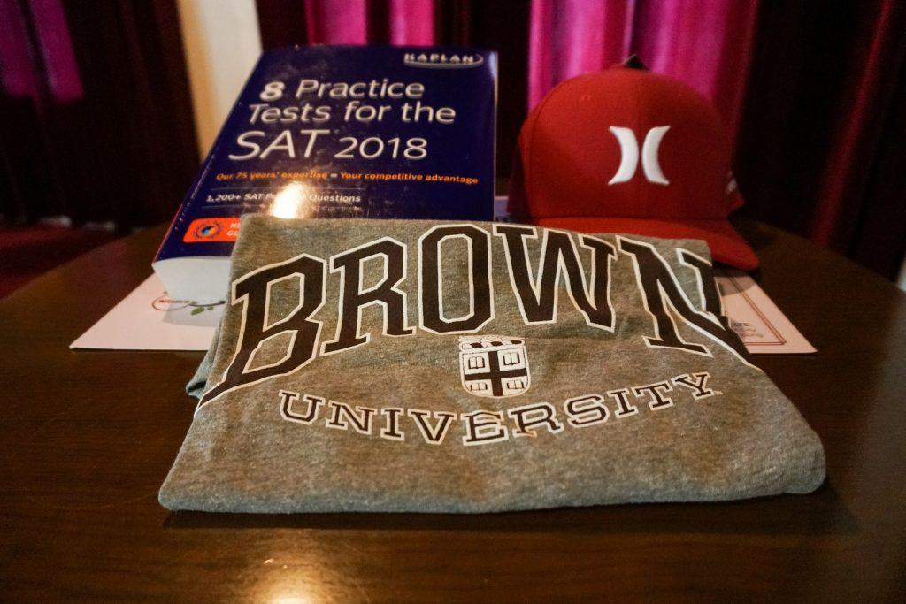 """Quà tặng từ các trường đại học hàng đầu dành cho """"tân sinh viên"""" đã sẵn sàng."""